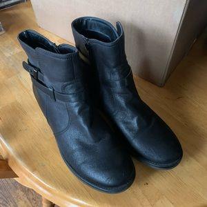 Baretrap ankle boots